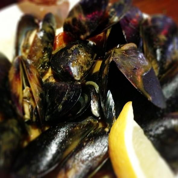 Thai Peanut Sauce Mussels - Le Papagayo, Encinitas, CA