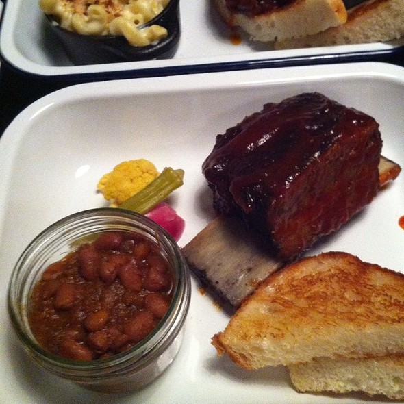 Short Ribs Tray With Bbq Beans @ Meatmother