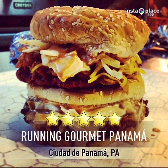 Chanchosaurio Double Burger @ Running Gourmet Panamá