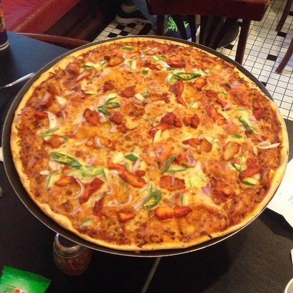 Chicken Tikka Pizza @ Loui's New York  Pizza Parlor