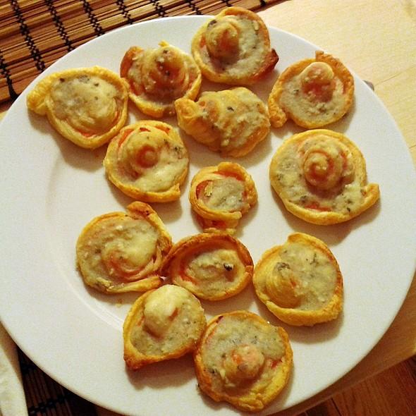 Roquefort and salmon rolls @ Mansión Peces