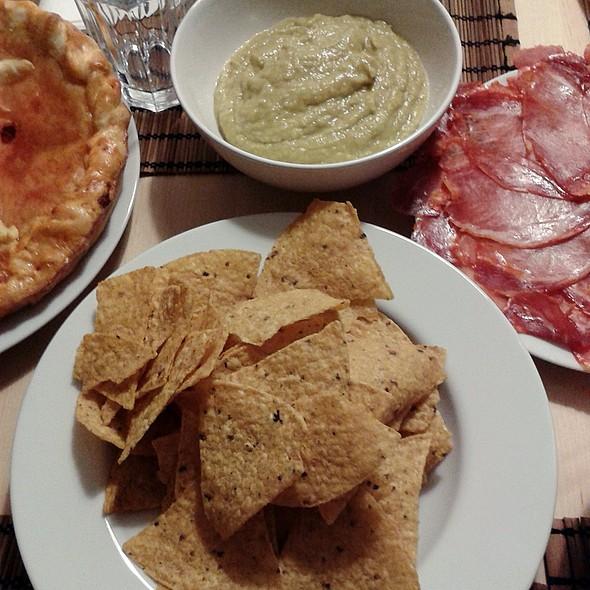 Guacamole and Chips @ Mansión Peces