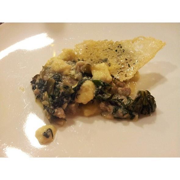 Gnocchetti di formaggio Cher di Fascia con salsiccia Trentina e cicoriette di campo @ The Hub Hotel
