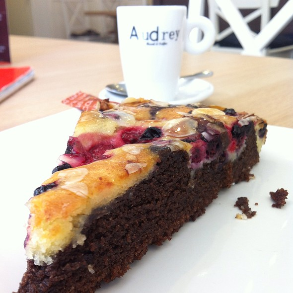 Tarta De Frutos Del Bosque @ Audrey Brunch & Coffee