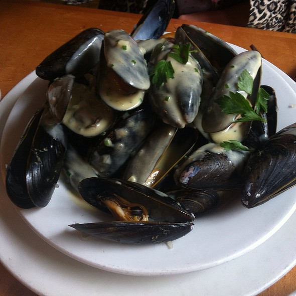 Prince Edward Island Mussels With Wine, Mustard And Cream