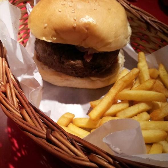 Ten Ounce Bacon Cheeseburger @ Between Breads