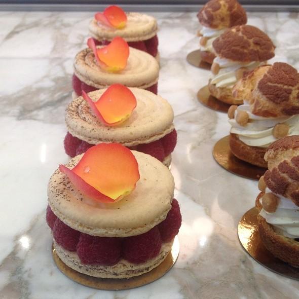 Grand Macaron @ b. patisserie