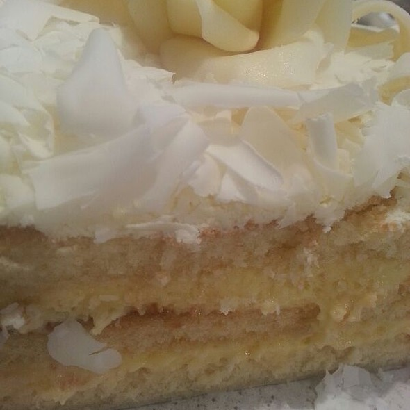 Watergate White Chocolate Mousse Cake