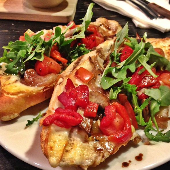 Garden French Bread Pizza @ Pangaea Cafe