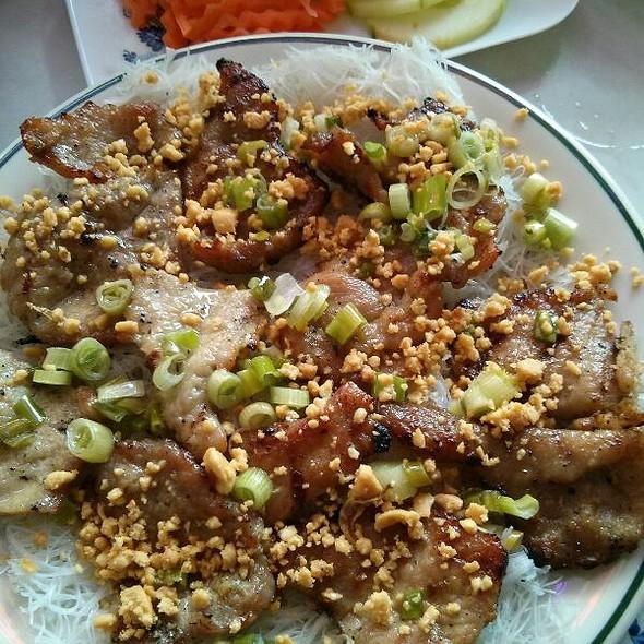 Banh Hoi Thit Nuong