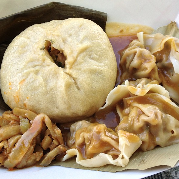 Chinese 5 Spice Steamed Bun And Bayside Chive Dumplings With Ginger Sesame Sauce @ Chirba Chirba Dumpling Truck