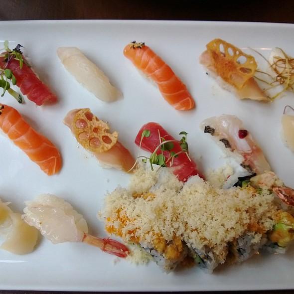 Sushi Deluxe @ Yuzu Sushi and Sake Bar