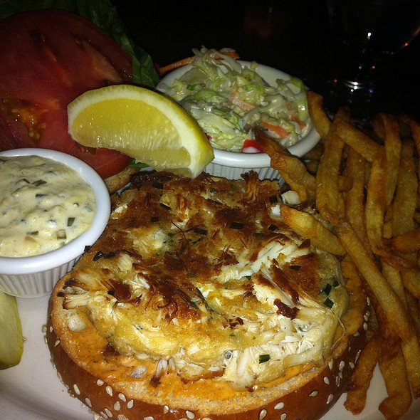 Crabcake Sandwich - PeraBell Food Bar, Patchogue, NY