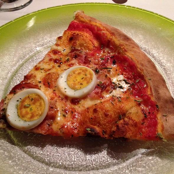 pizza carbonara with bacon, eggs, mozzarella, pecorino & cracked black pepper @ Alla Pergola