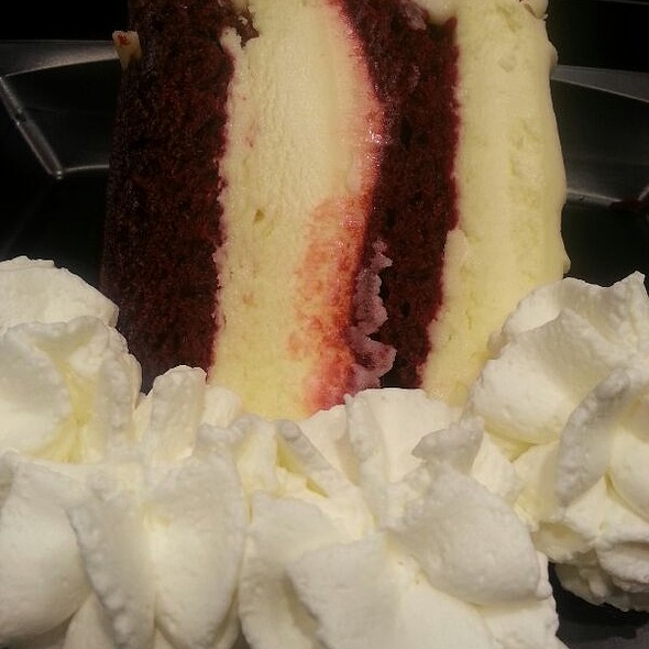 Red-Velvet Cheesecake