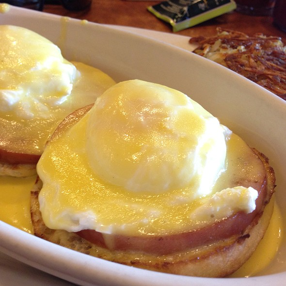 Eggs Benedict @ Gillwoods Cafe Saint Helena