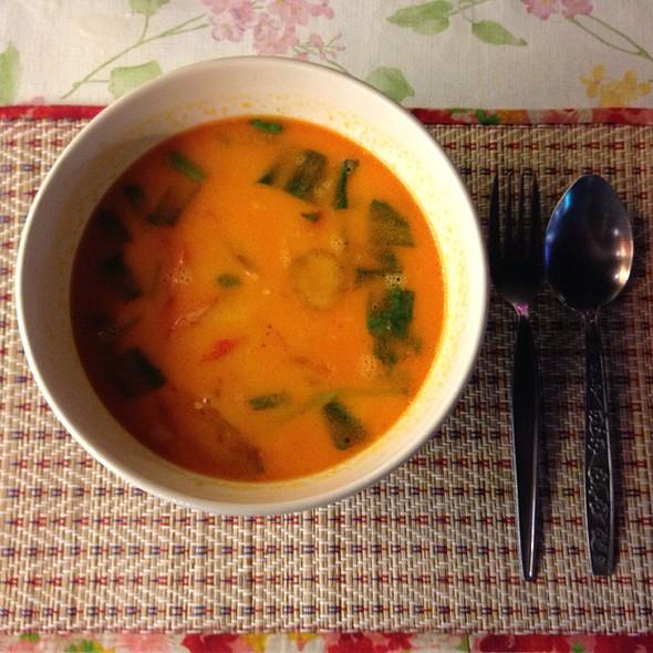 tom yom soup @ Food Park@central Pattaya Beach