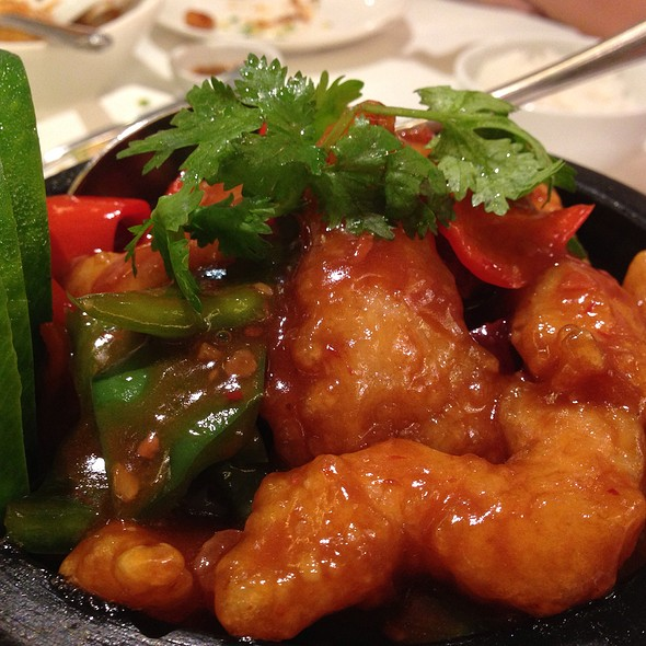 Spicy Garlic Fish In Clay Pot