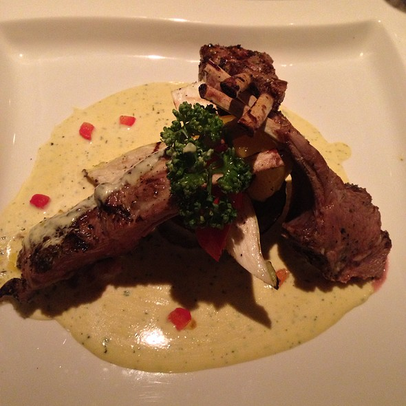 Lamb Chops W/ Gorgonzola Mustard Sauce @ LUNADITALIA月之意大利餐廳