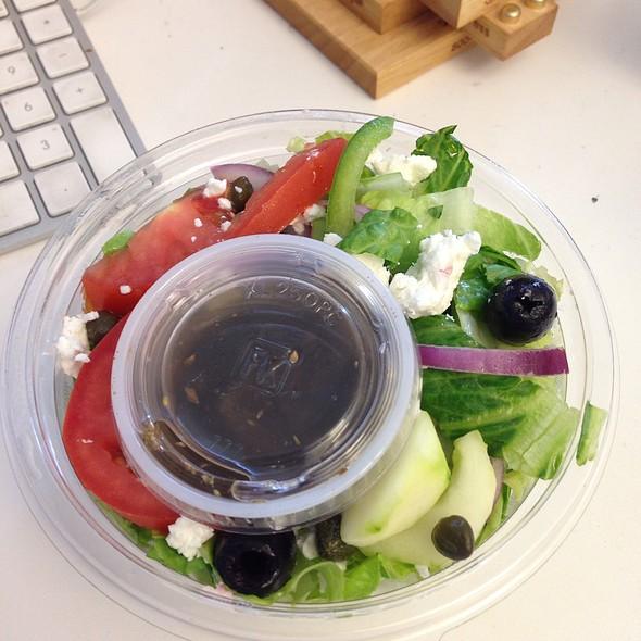Small Greek Salad @ Mamagyro