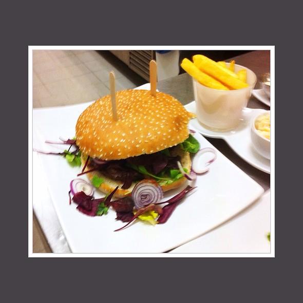 Burger @ Pastis Restaurant Grill