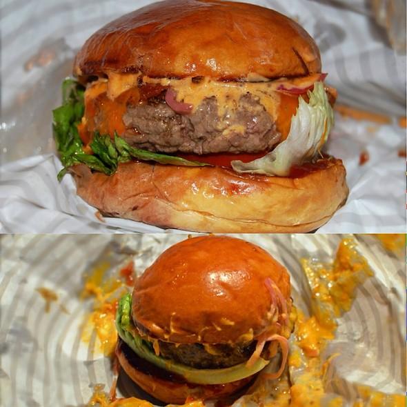 Ari Gold Cheeseburger