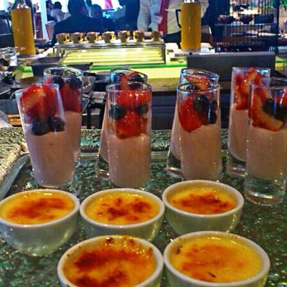 Berries Mousse & Creme Brûlée @ Island Shangri-La
