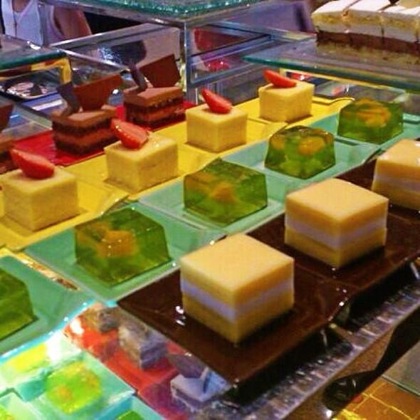 Mini Desserts @ Island Shangri-La