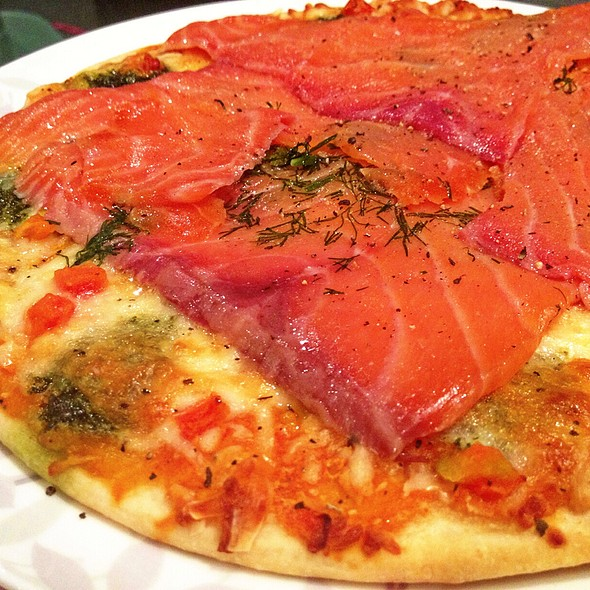 Smoke Salmon & Dill Pizza @ Friend's Home