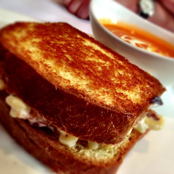 Grilled Mac N' Cheese And Bacon Sandwich @ Atwood
