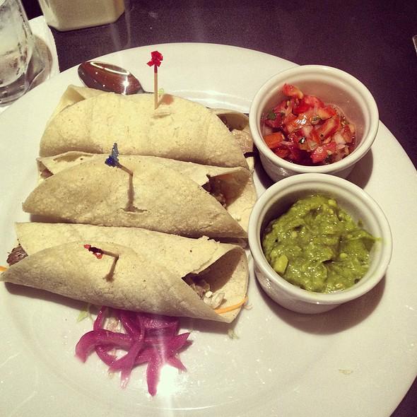 Tacos De Carnitas @ Las Hadas