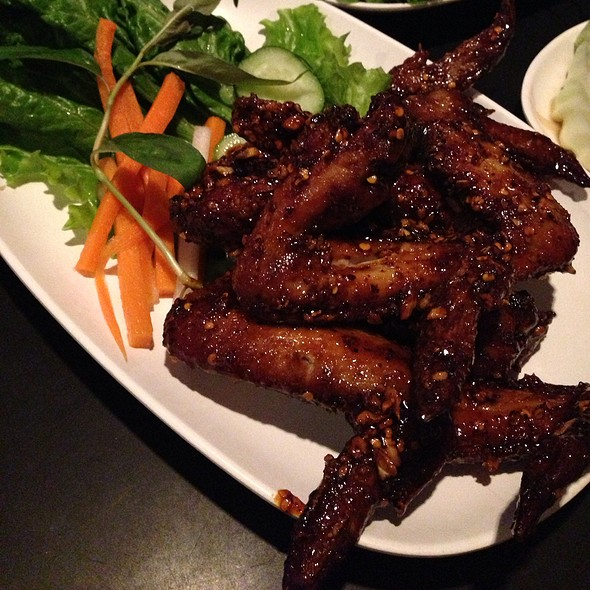 Hot Chicken Wings @ Pok Pok Restaurant