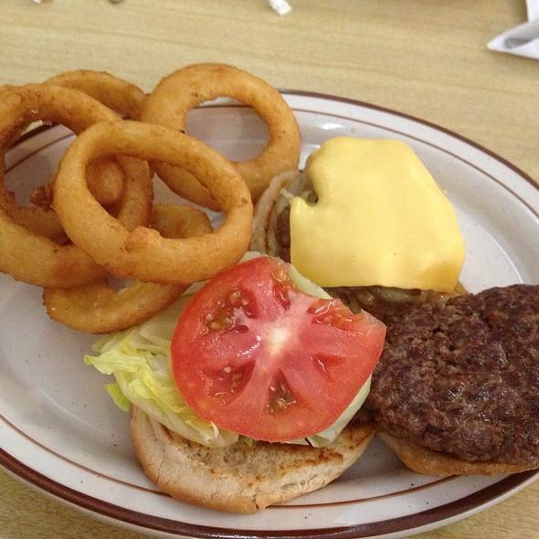 "Big ""B"" Burger @ Tom & Ray's Restaurant"