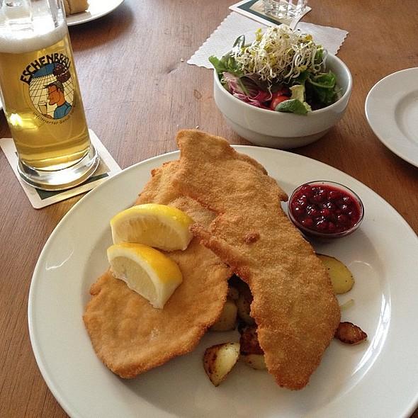 It's schnitzel time! @ Weltrestaurant Markthalle
