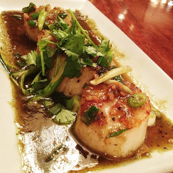 Seared Scallops W Garlic Pepper Sauce @ Lotus of Siam