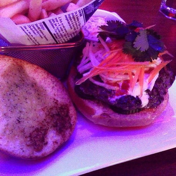 Saigon Burger - Crown Restaurant & Lounge, Palisades Park, NJ