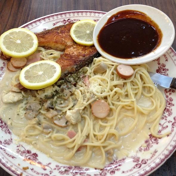 Spegetti Carbonara Salmon Fish