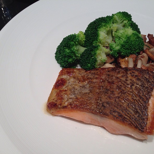 Grilled Salmon & Broccoli @ Four Seasons Hotel Hong Kong 香港四季酒店