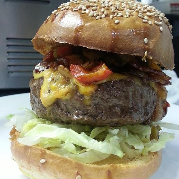 Mama's Burger @ Hamilton Tavern