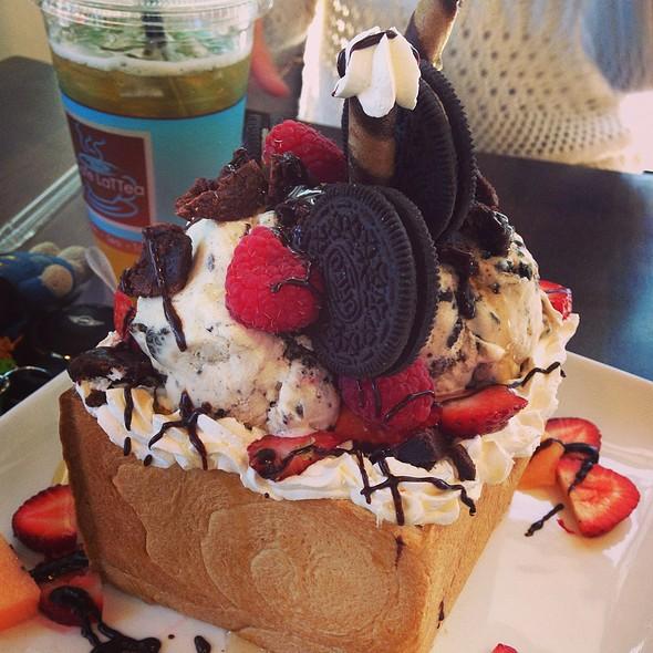 Honey Toast Oreo Obsession @ Cafe Lattea