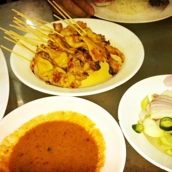 Pork Satay @ ข้าวมันไก่ประตูน้ำ (เสื้อฟ้า)
