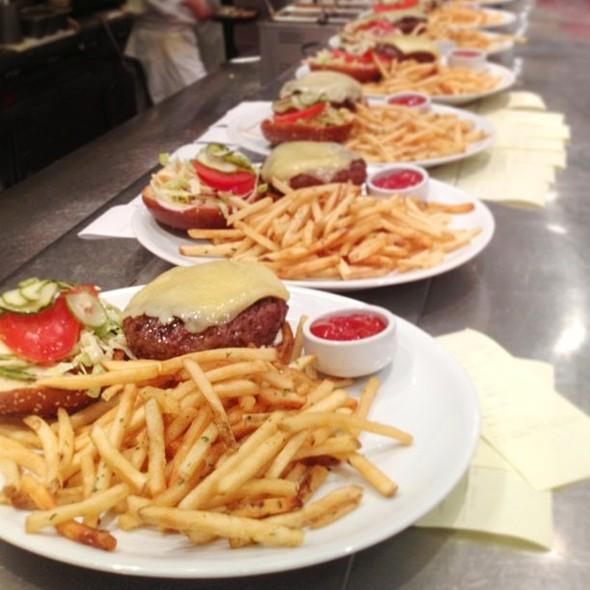 Burger @ Wolfgang Puck Bar & Grill