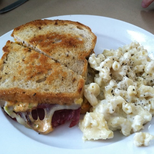 Reuben Sandwich With Mac And Cheese @ Early Girl Eatery