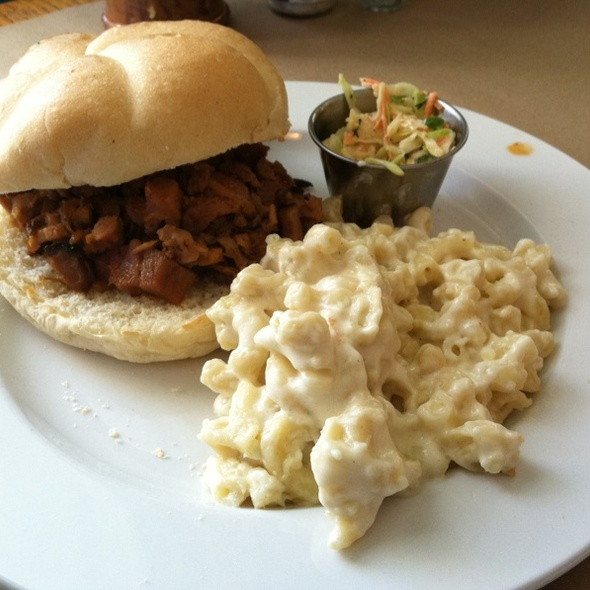 BBQ Pork Sandwich With Macaroni And Cheese