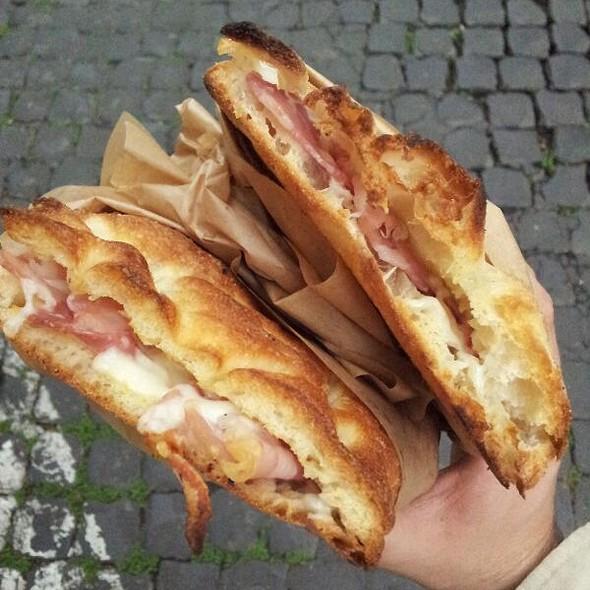 Pizza Lonza e Mozzarella @ Caffé San Pietro in Vincoli SNC