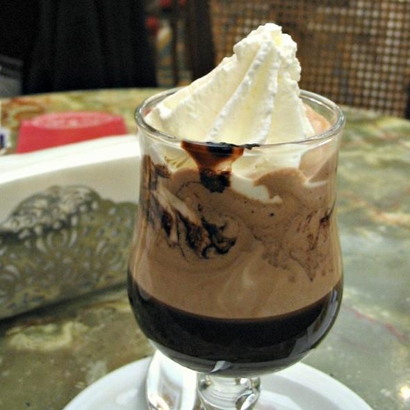 Caffe Con Panna @ Mokita