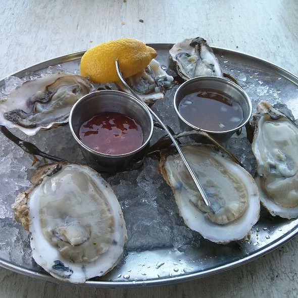East And West Coast Oysters - Louie's Oyster Bar, Port Washington, NY