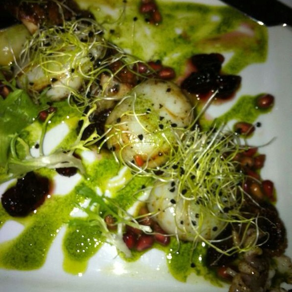 Scallops With Kiwi Pesto - Les Deux Singes de Montarvie, Montreal, QC
