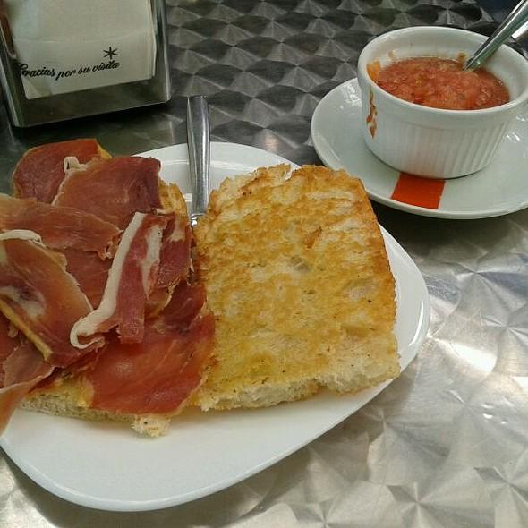 Tosta De Jamón Con Tomate @ CAFETERIA RENE