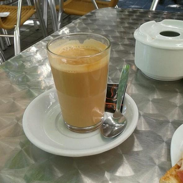 Caffe Latte @ CAFETERIA RENE